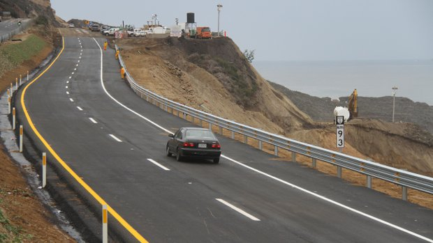 The rebuilt and reopened Tijuana-Ensenada toll road, a year after it collapsed due to a massive landslide at km 93. Photo by Luis Angel Garcia/Frontera